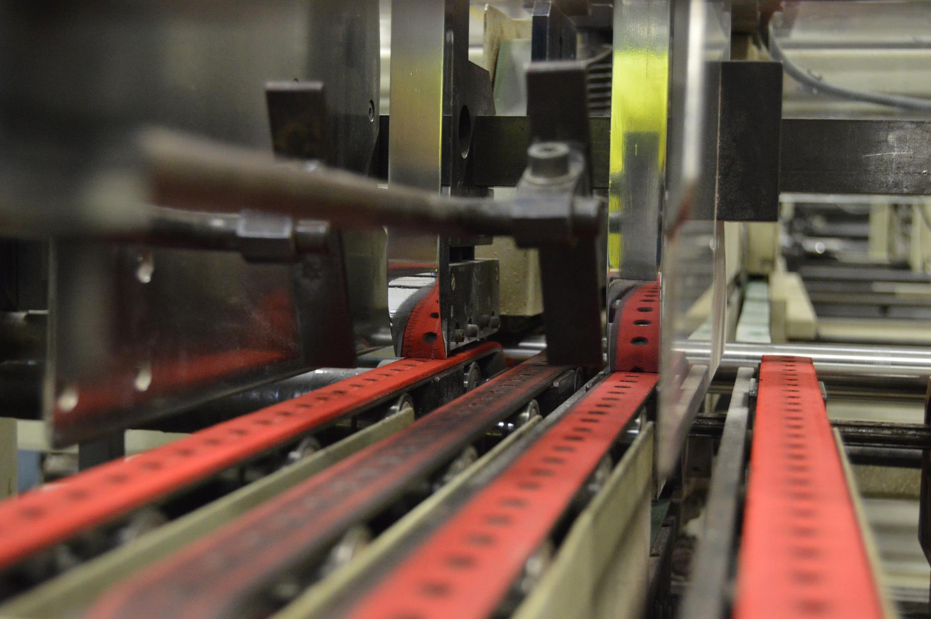 Plegadora - engomadora Litografía Romero, tu imprenta digital en Canarias